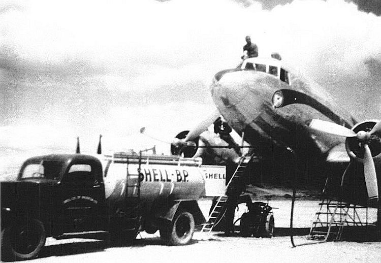 Africair_Wenela_DC-3_Dakota_and_Shell_BP_bowser-01