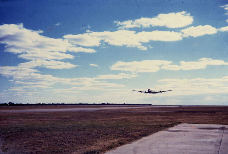 Africair_Wenela_Douglas_DC-4_Skymaster_early_morning_take-off-01